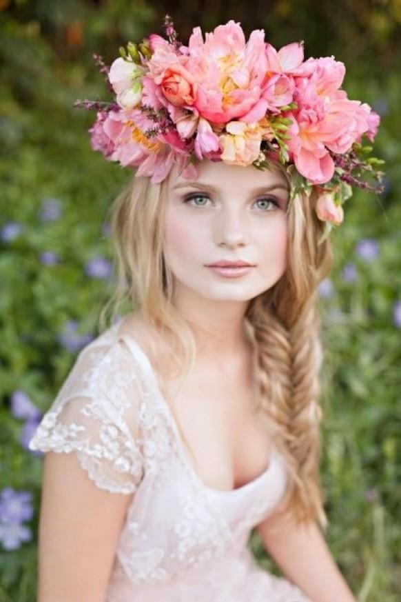 messy fishtail braid hochzeit frisur und rosa blumen crown haar inspiration 1123726 weddbook. Black Bedroom Furniture Sets. Home Design Ideas
